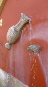 fountain-hand2